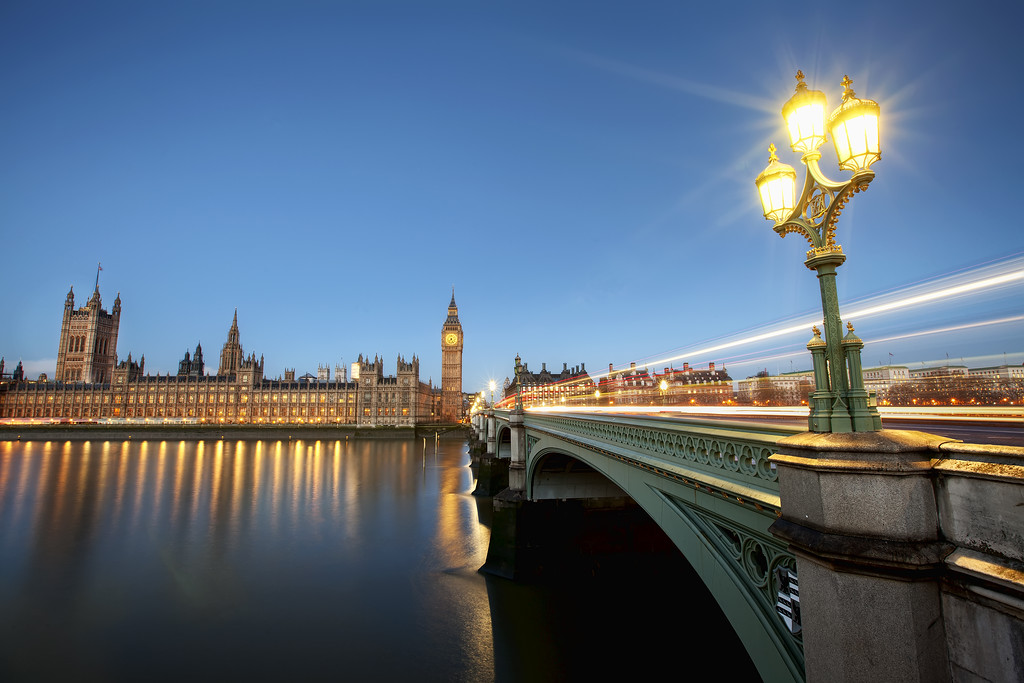 Houses of parliament and Big Ben, Westminster Bridge, light streaks, thames, London street